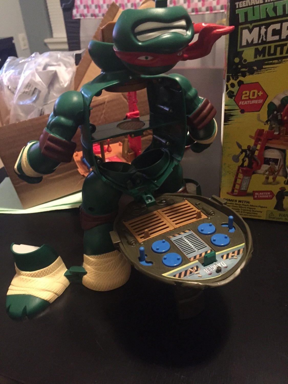 "Micro Mutants 9.5/"" Scale Raphael Figure Playset"