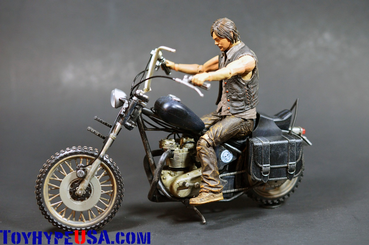 The Walking Dead Daryl Dixon & Chopper Deluxe Box Set Review