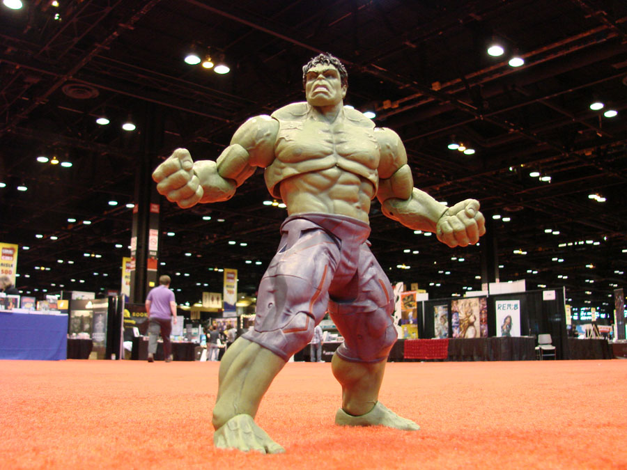 Diamond Select Toys Shipping This Week –  Lost In Space's B9 And Age Of Ultron Hulk