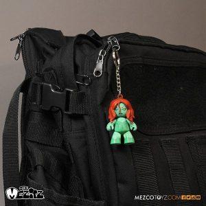 Mezco Summer Exclusive Poison Ivy Mini Mez-Itz Clip On 5