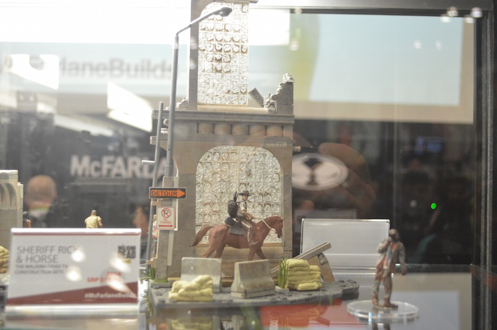 NYCC 2015 – McFarlane Toys The Walking Dead Building Sets – Sheriff Rick With Horse & More