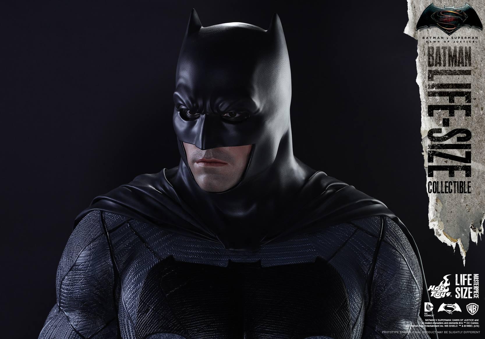 Hot Toys Batman v Superman Life-Size Statue