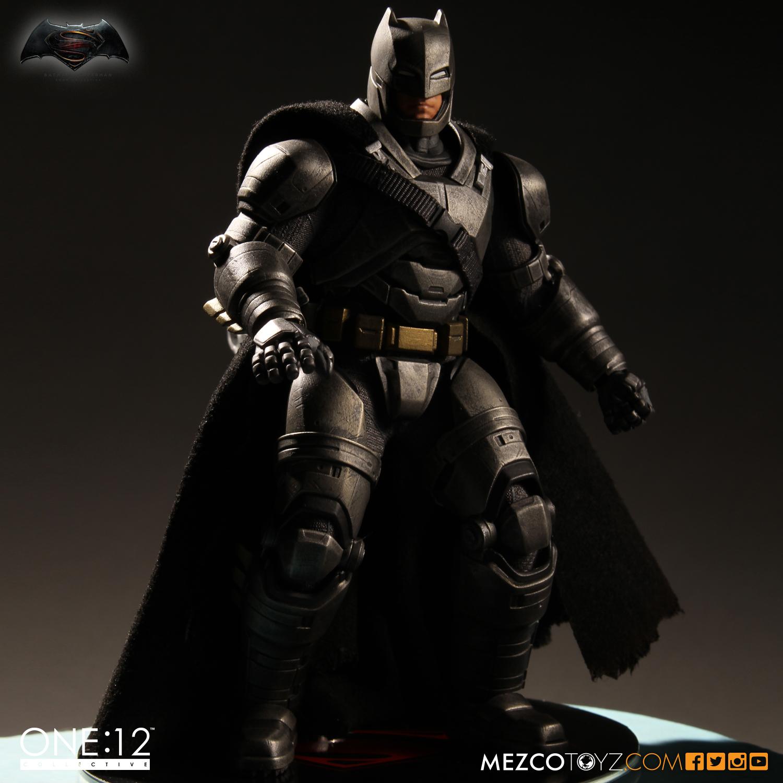 Mezco Toyz Batman v Superman: Dawn Of Justice One:12 Collective Armored Batman Figure