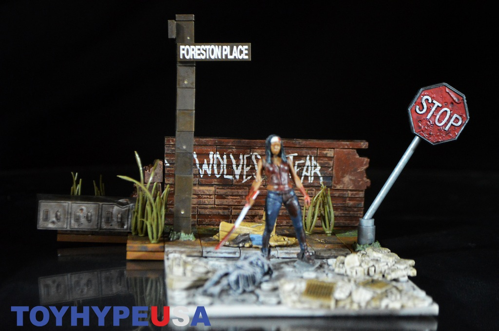 McFarlane Toys The Walking Dead Wolves Not Far Construction Set Review