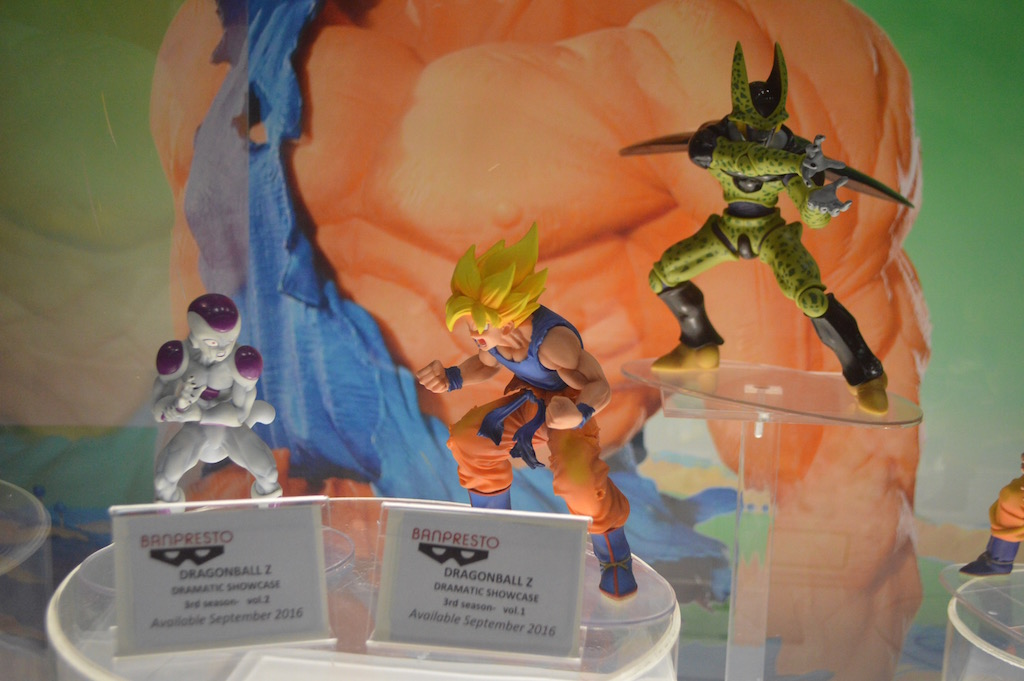 SDCC 2016: Diamond Comics Booth – Dragonball Z Statues & Hiya Aliens 3.75″ Figures