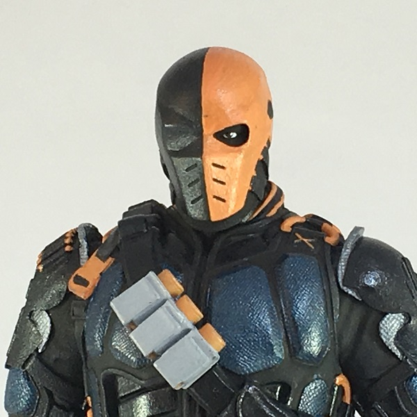 Icon Heroes Announces Deathstroke TV Statue Paperweight