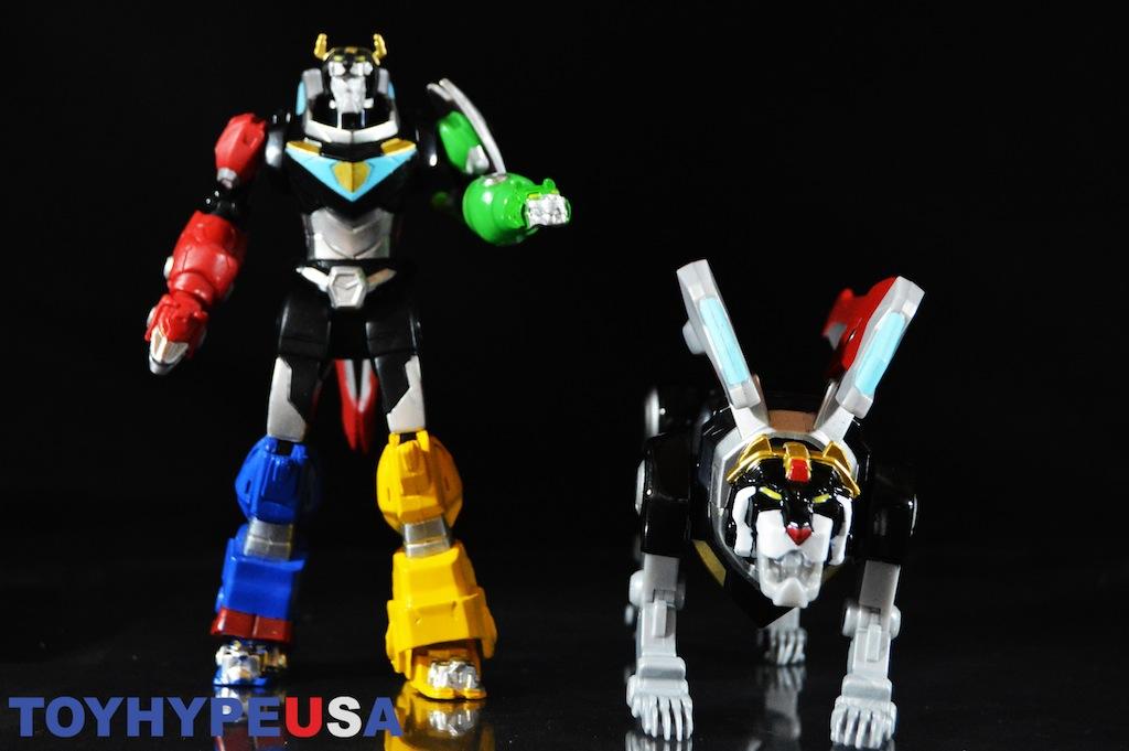 Playmates Toys Voltron Legendary Defender Black Lion & Lion Attack Voltron Basic Figures Review