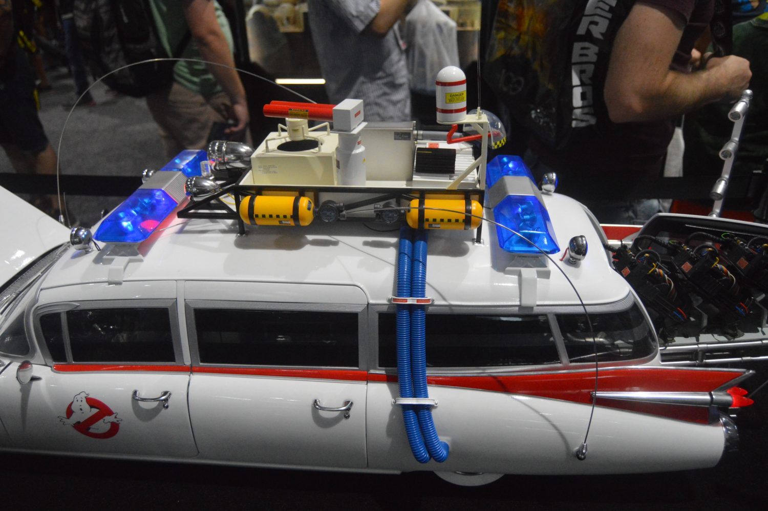 SDCC 2017 – Blitzway Ghostbusters Ecto-1 Sixth Scale Vehicle & Star Wars The Millennium Falcon