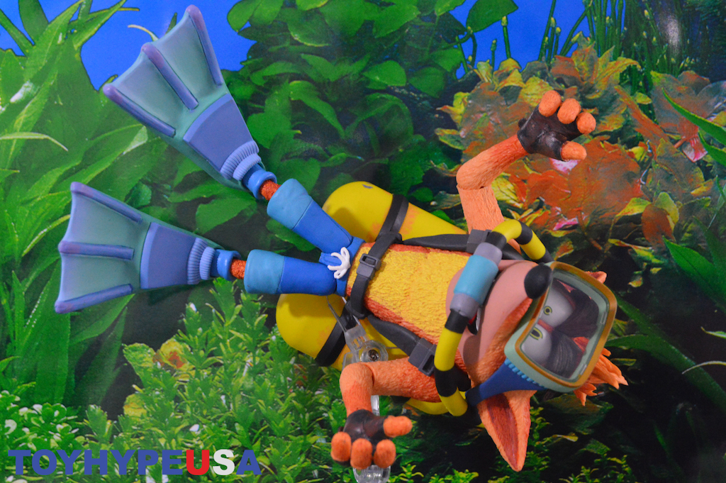 NECA Toys Crash Bandicoot – Deluxe Scuba Gear Figure Review
