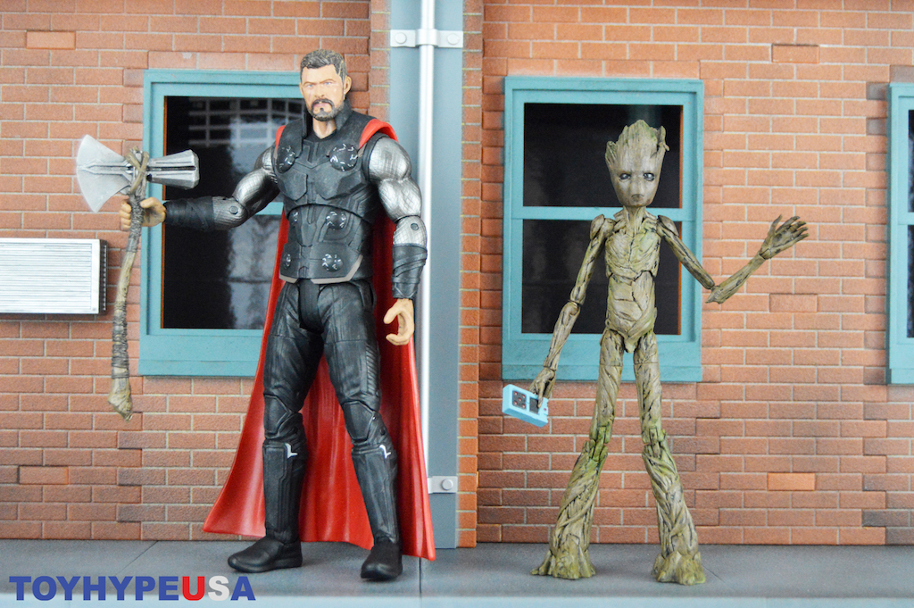 Diamond Select Toys Avengers: Infinity War Marvel Select Thor & Groot Figures Review