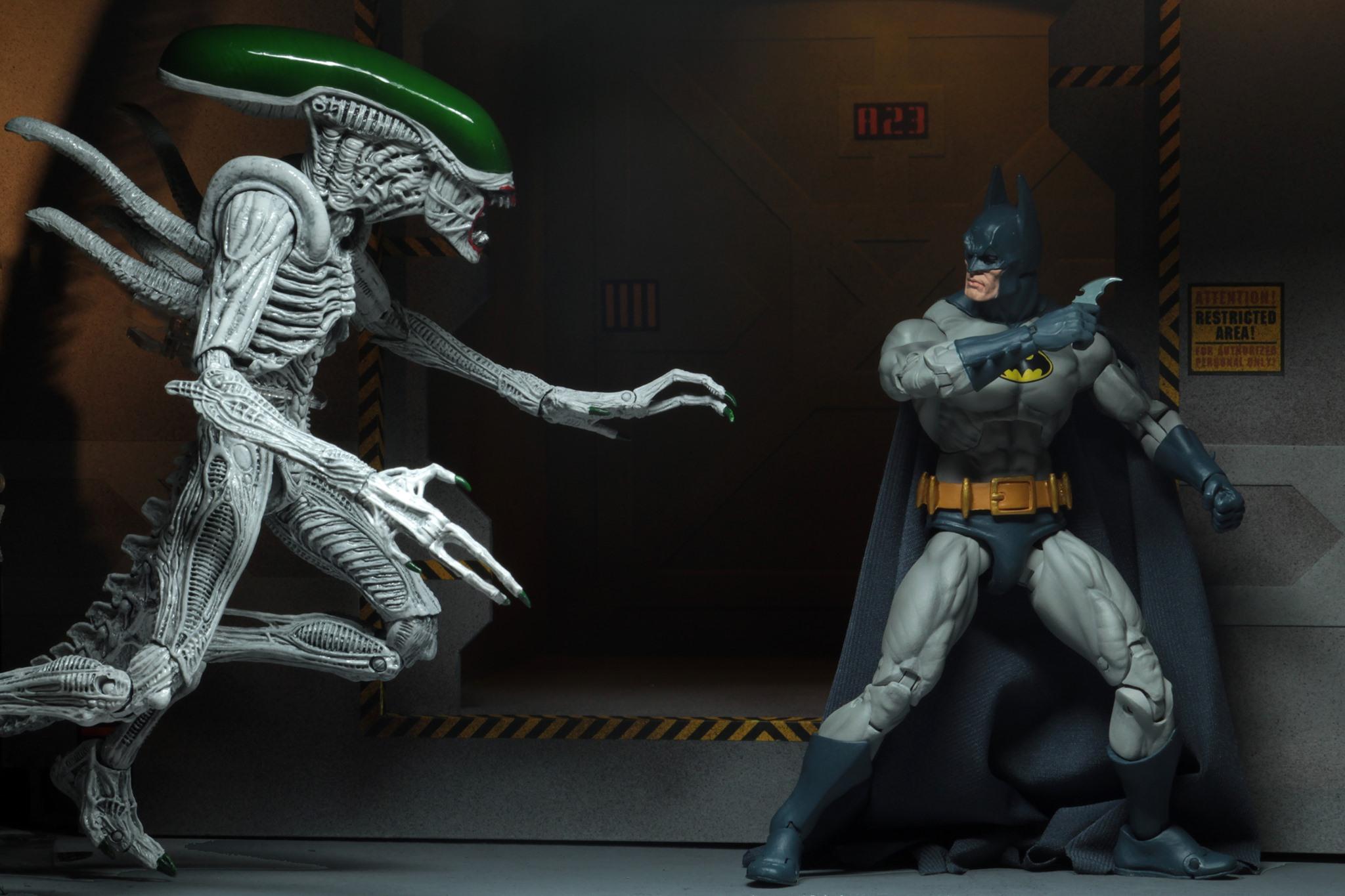 NECA Toys New York Comic-Con 2019 Exclusive – Batman & Alien Figures 2-Pack