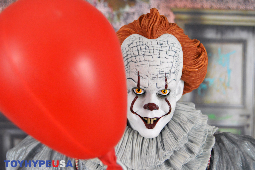 NECA Toys 1/4″ Scale Pennywise Figure Review