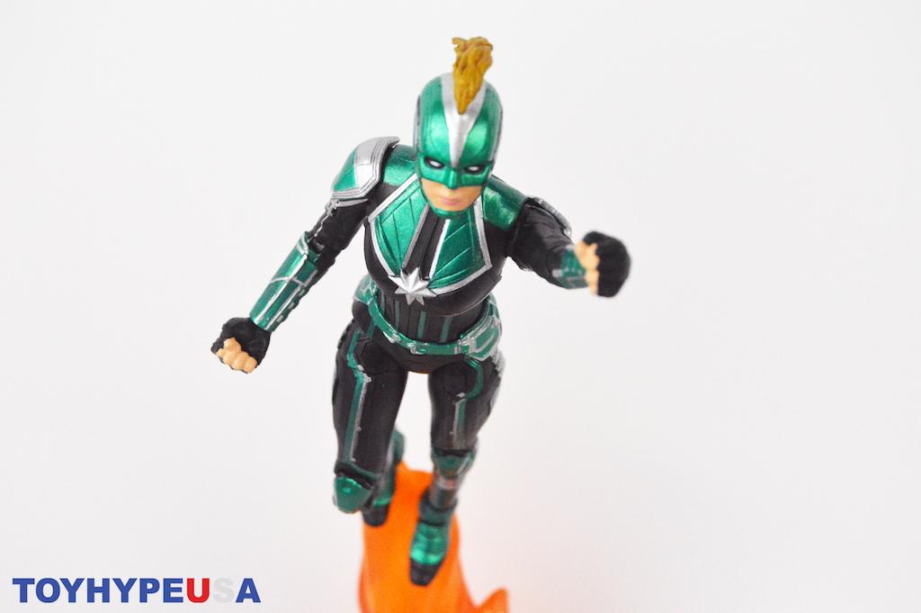 Diamond Select Toys Marvel Select Captain Marvel Starforce Uniform Figure Review