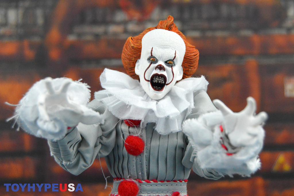 NECA Toys IT 2017 Pennywise 8″ Clothed Figure Review