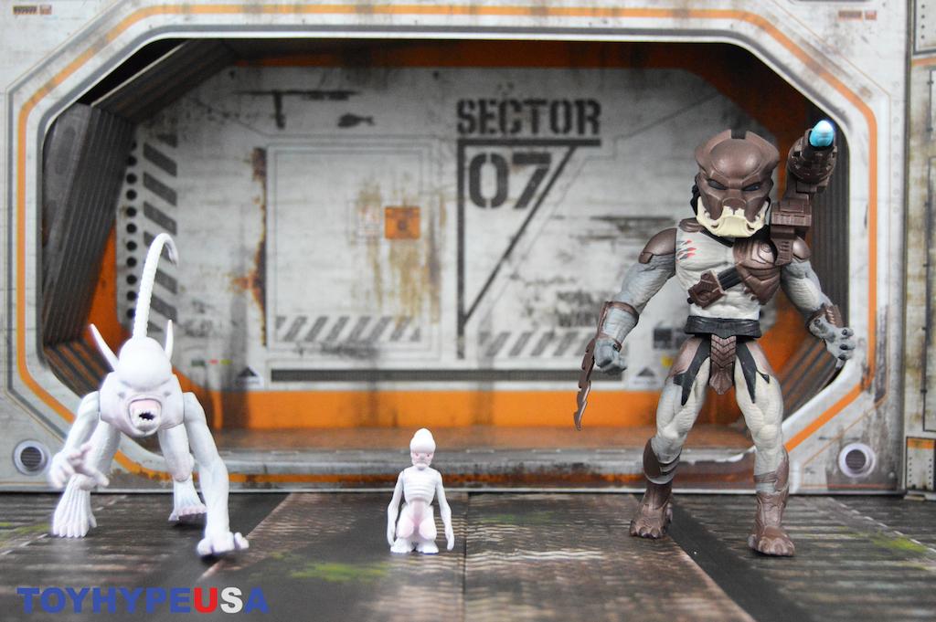 NECA Toys Alien & Predator Classics Berserker & Neomorph Figures Review