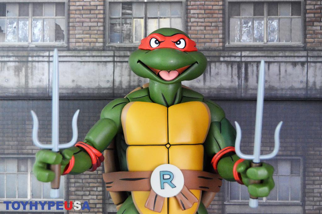 NECA Toys Teenage Mutant Ninja Turtles Classic Cartoon – 1/4″ Scale Raphael Figure Review