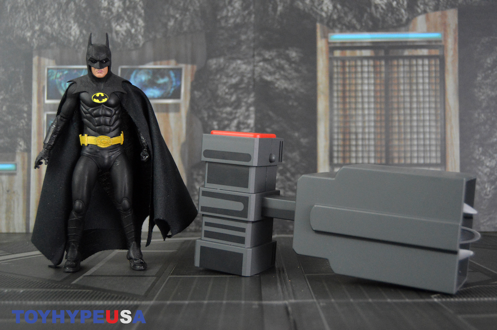 NECA Toys Batman: The Animated Series Grapnel Launcher Prop Replica Review