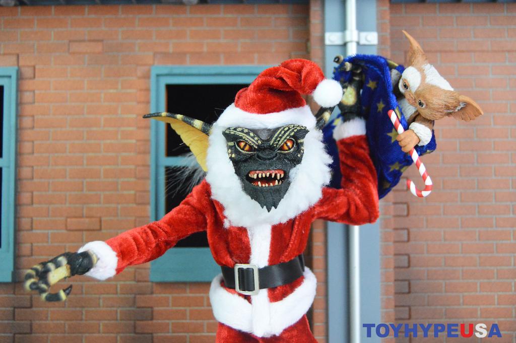 NECA Toys Gremlins – Santa Stripe & Gizmo Figures Review